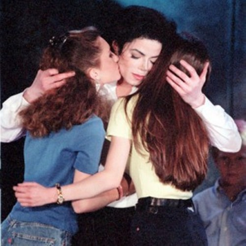 mj kissing girls