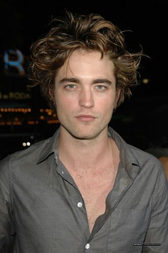 Edward Cullen's Future Wives wallpaper titled robert pattinson.....