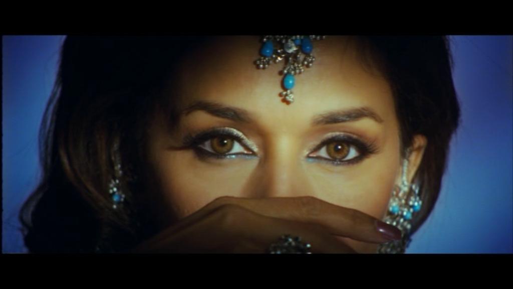Laila Majnu - Full Song | Aaja Nachle | Madhuri Dixit