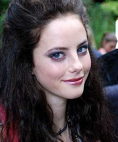 Effy Stonem Обои titled Behind The Scenes Season 1-2