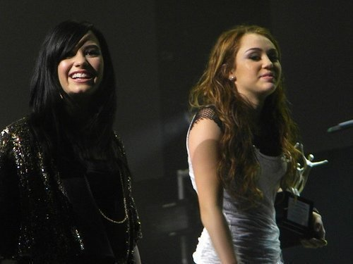 Demi & Miley As Karis & aaliyah