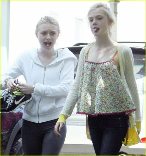 Elle Fanning wallpaper titled Elle & Dakota Fanning