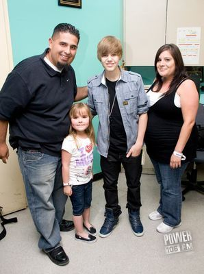 Events > 2010 > April 2nd - Backstage Breakfast With Justin Bieber