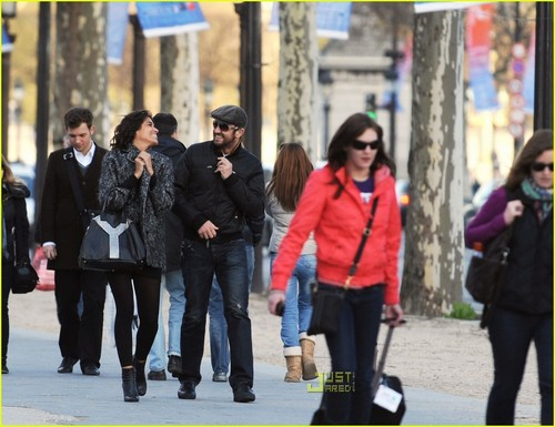 Gerard Butler wallpaper titled Gerard Butler & Laurie Cholewa's Date -- FIRST PICS