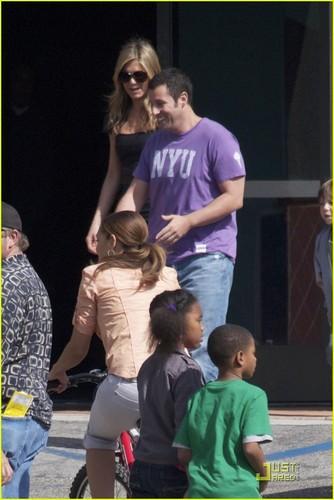 "jennifer aniston fondo de pantalla titled Jennifer on set ""Just Go with it"""