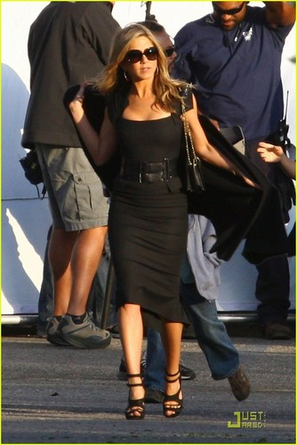 "jennifer aniston fondo de pantalla entitled Jennifer on set ""Just Go with it"""