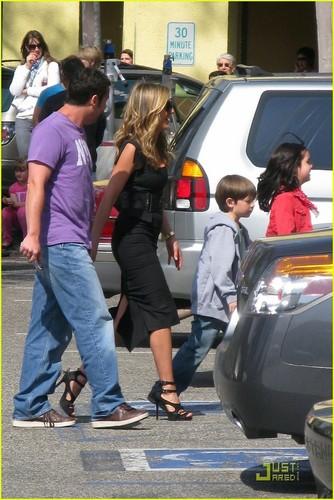 "Jennifer Aniston wallpaper entitled Jennifer on set ""Just Go with it"""