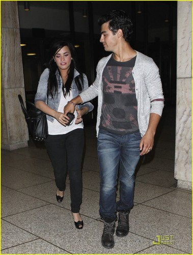 Jemi achtergrond titled Joe Jonas & Demi Lovato: Arclight datum Night!