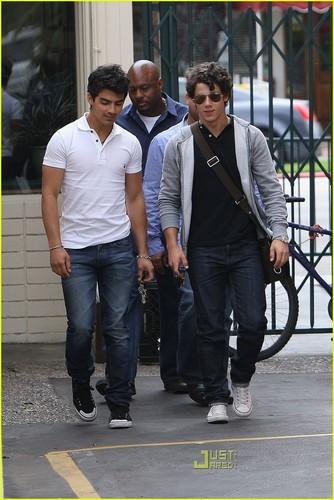 Joe & Nick Jonas: Paty's Pair