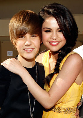 http://images2.fanpop.com/image/photos/11400000/Justin-Bieber-and-Selena-Gomez-justin-bieber-and-selena-gomez-11456175-282-400.jpg