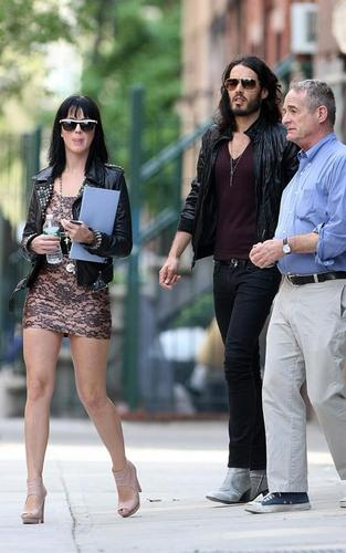 Katy Perry and Russell Brand apartment hunting in NYC (April 11)