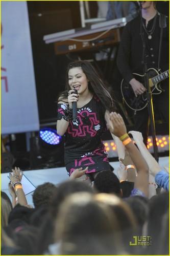 Miranda @ 2010 Kids Choice Awards