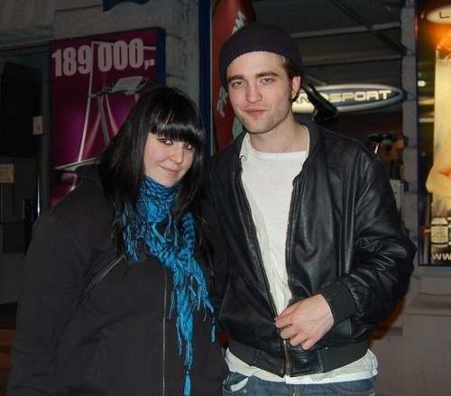 New pic of Rob with a tagahanga in Budapest
