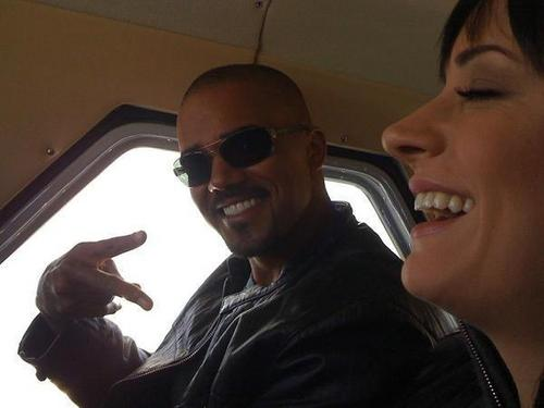 Paget Brewster kertas dinding called Paget and Shemar