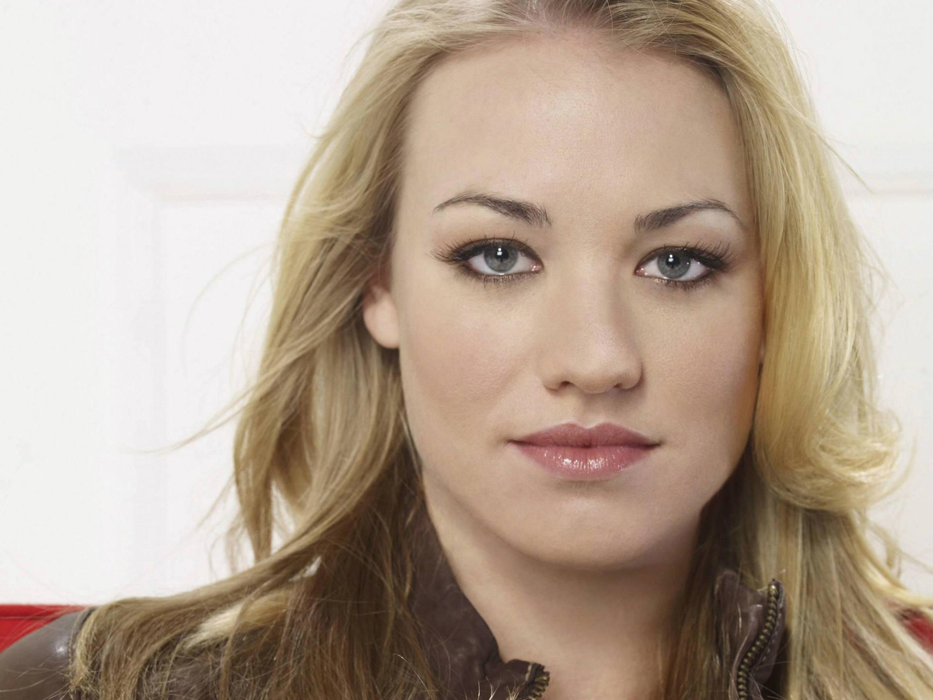 Pretty Yvonne Wallpaper!