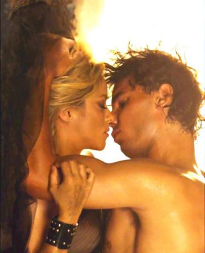 Rafael Nadal پیپر وال titled RAFA AND SHAKIRA KISS !