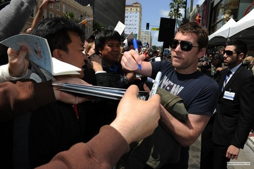 Sam Worthington wallpaper called Sam at Russell Crowe Walk of Fame Ceremony (04.12.10)