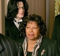 That best academy, a mother's knee - michael-jackson photo