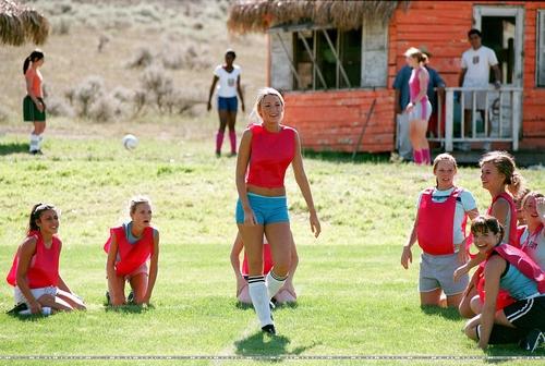 Blake Lively karatasi la kupamba ukuta titled The Sisterhood of the Traveling Pants movie stills