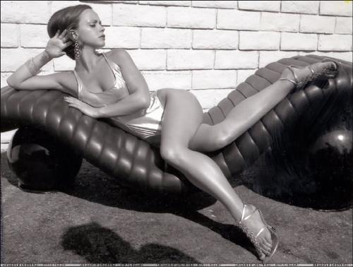 Christina Ricci karatasi la kupamba ukuta entitled modeling n magazines