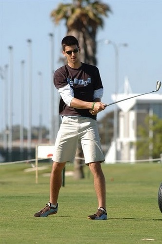 novak plays golf