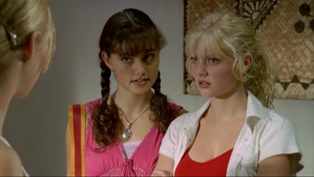 http://images2.fanpop.com/image/photos/11400000/phoebe-in-pigtails-h2o-just-add-water-11407191-624-352.jpg