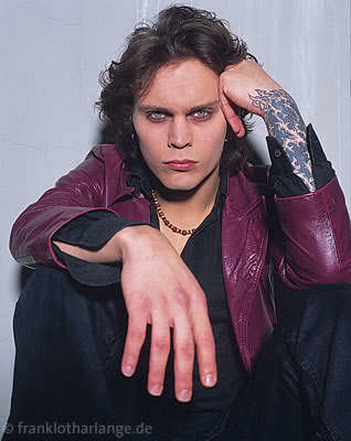 Ville Valo wallpaper entitled Blow me a deah kiss Ville....