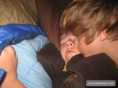 Justin Bieber besar his mother