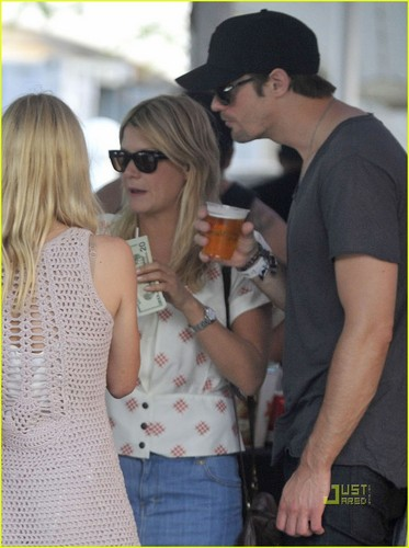 Alexander Skarsgård 壁纸 titled Kate Bosworth & Alexander Skarsgard: Coachella Couple