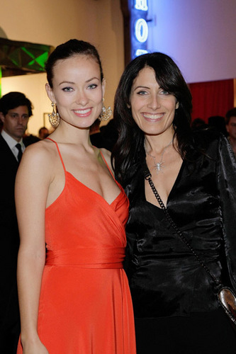 Olivia Wilde +Lisa Edelstein - Artists For Haiti 2010