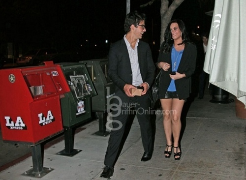 Jemi Hintergrund called Out at Farfalla Restaurant in Los Feliz, CA. 14.04.