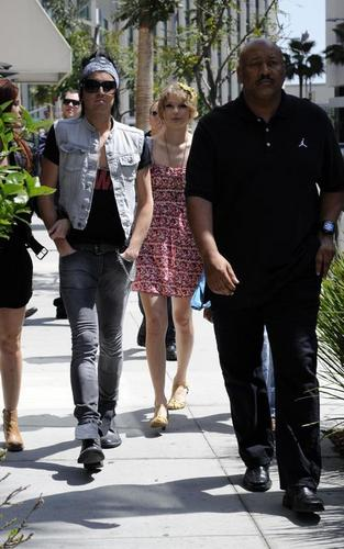 Taylor out for lunch in LA (April 16)