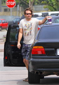 18/04/2010 - David forgets his coffee ;)
