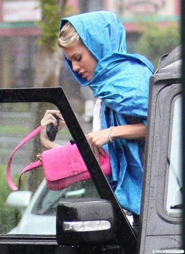 AnnaLynne McCord braves the rain as she heads to Barney's Beanery