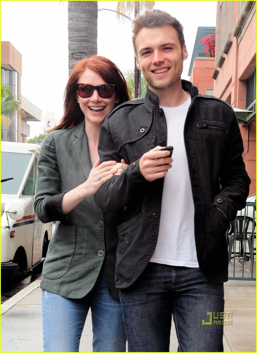 Bryce Dallas Howard & Seth Gabel are on the Fringe