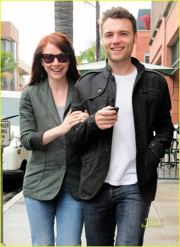 Bryce Dallas Howard wallpaper called Bryce Dallas Howard & Seth Gabel are on the Fringe