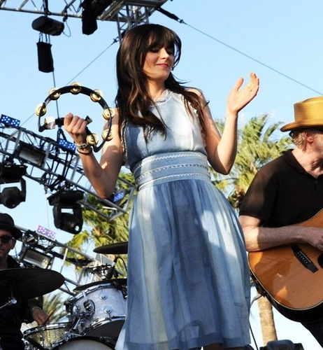 Coachella Valley संगीत & Arts Festival - She & Him performance