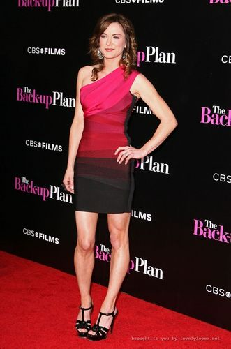 "Danneel at the premiere of ""The Back Up Plan"