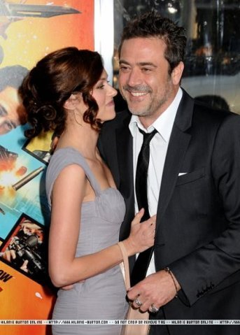 "Hilarie برٹن and Jeffrey Dean مورگن at ""The Losers"" premiere on April 20, 2010 in Los Angeles"