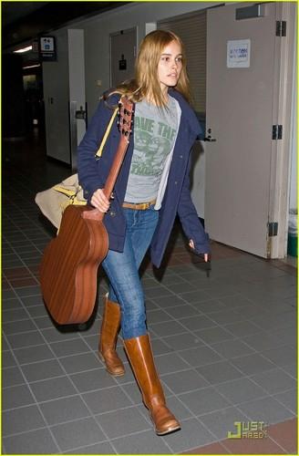 Isabel Lucas: ギター Getaway
