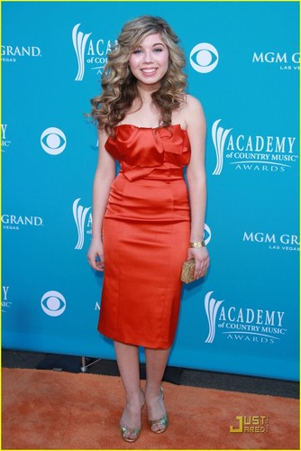 Jennette @ 2010 ACM Awards