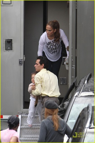 Jennifer Lopez: Hang Out At 'Hawthorne'
