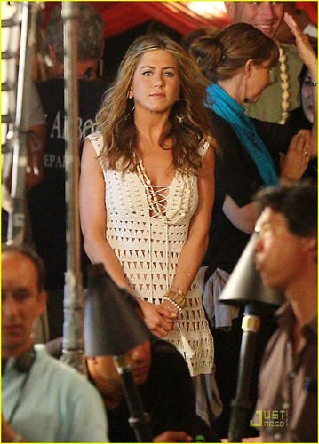 "Jennifer on set ""Just Go With It"" - jennifer-aniston Photo"