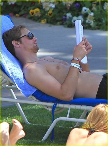 Kate Bosworth & Alexander Skarsgard: Poolside PDA - alexander-skarsgard Photo