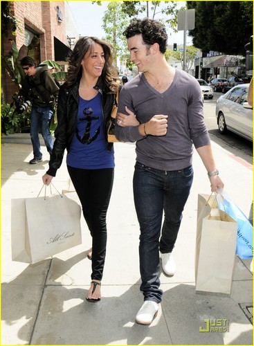 The Jonas Brothers wallpaper called Kevin & Danielle Jonas: Cute Kitson Couple