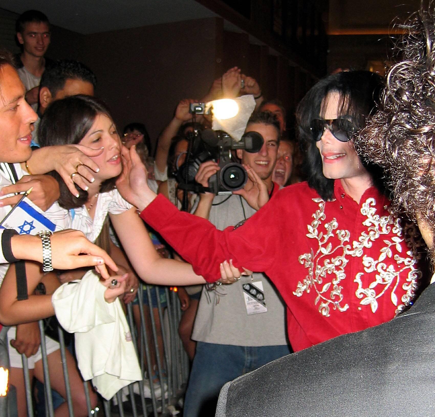 MJ large चित्रो