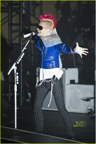 Shirtless Jared Leto: 30 سیکنڈ to Mars Concert!