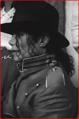 i see Trees of green and red roses too, I'll watch them bloom for me and u :P LOVE u MICHAEL<333