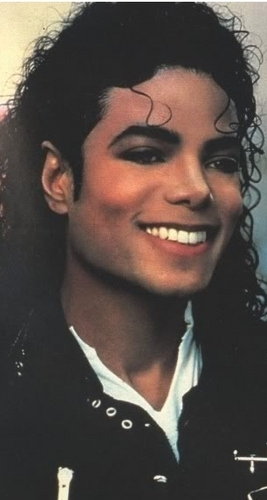 i see Trees of green and red rose too, I'll watch them bloom for me and te :P Amore te MICHAEL<333