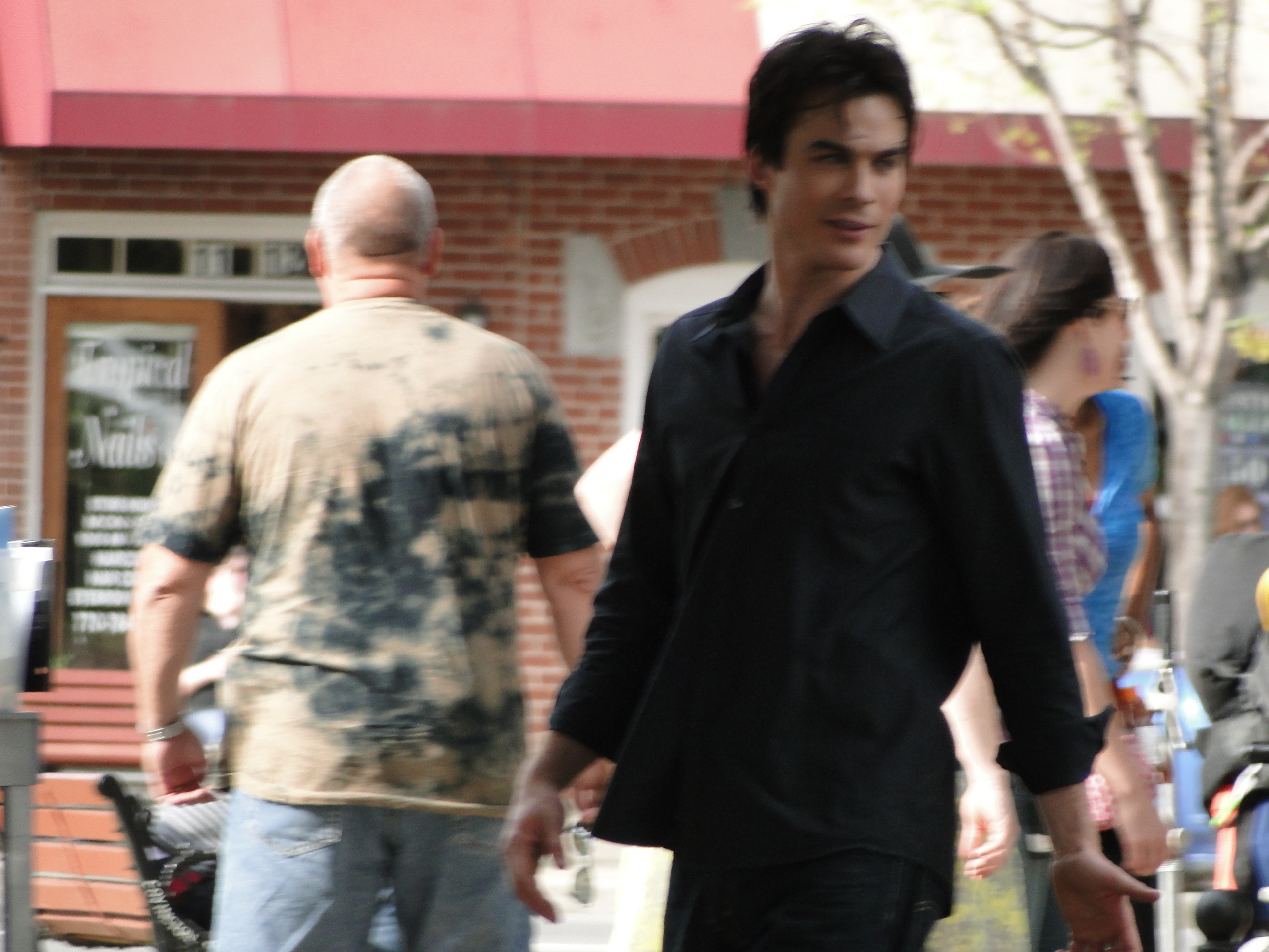 http://images2.fanpop.com/image/photos/11600000/ian-behind-scenes-the-vampire-diaries-tv-show-11699849-2560-1920.jpg